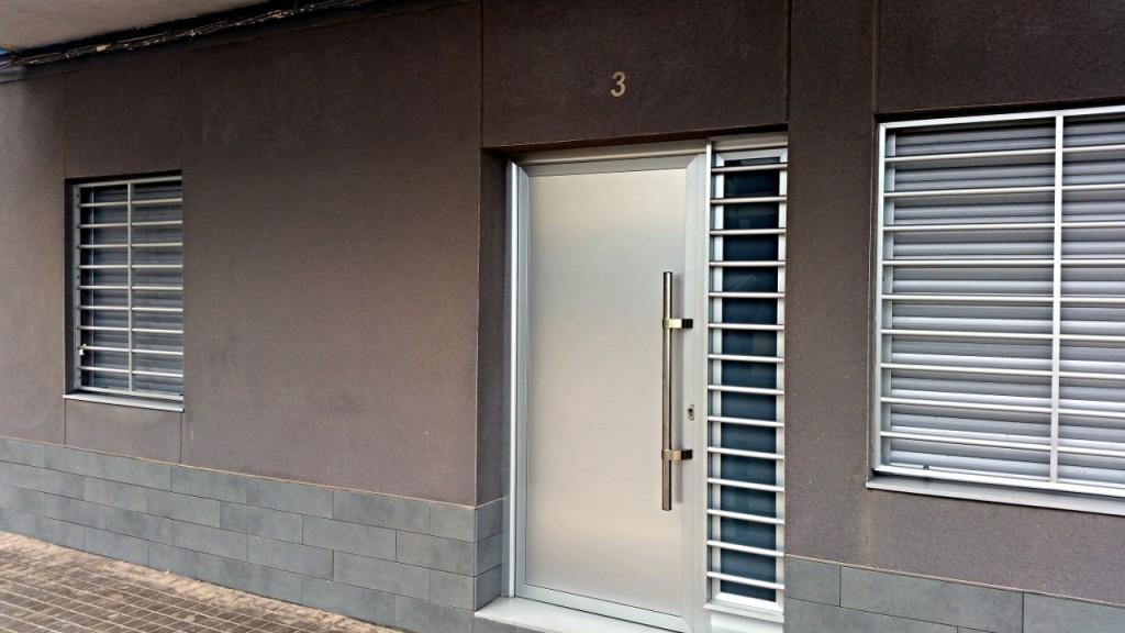 Puertas de aluminio sabadell nou stil aluminios nou stil - Aluminio para puertas ...